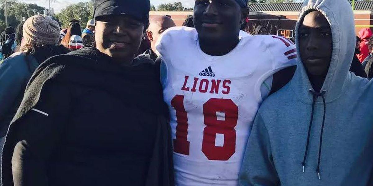 Former LSU quarterback Lindsey Scott commits to Missouri