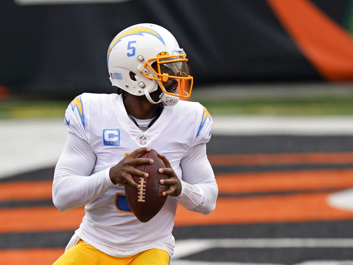 AP Source: Chargers' team doctor punctured Tyrod Taylor's lung