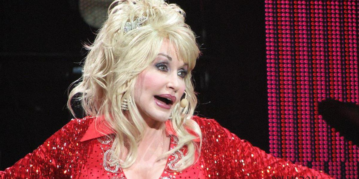 Dolly Parton brings an intimate look at her biggest hits to the Smoothie King Center