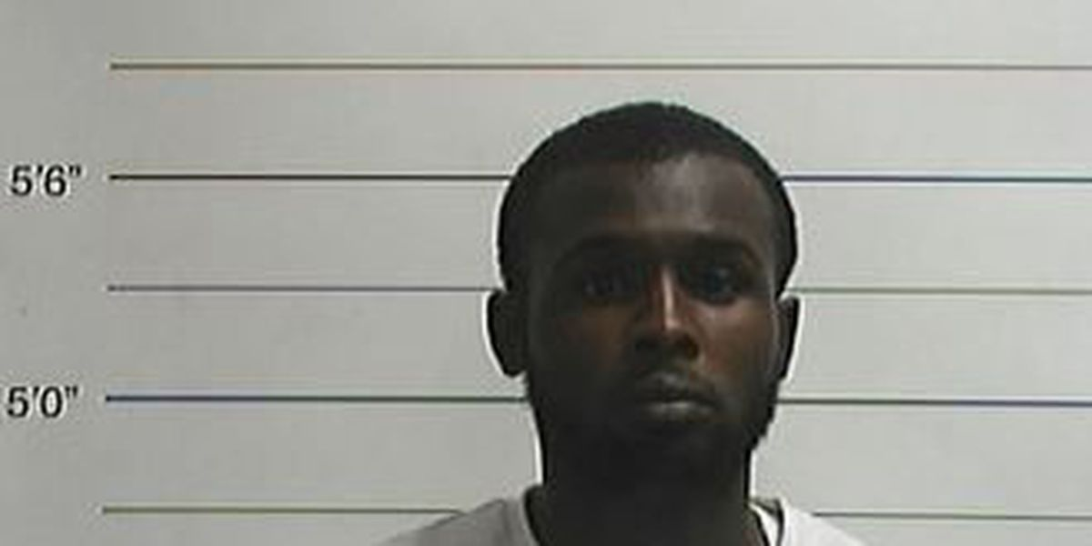 Escaped inmate surrenders to Orleans sheriff's deputies