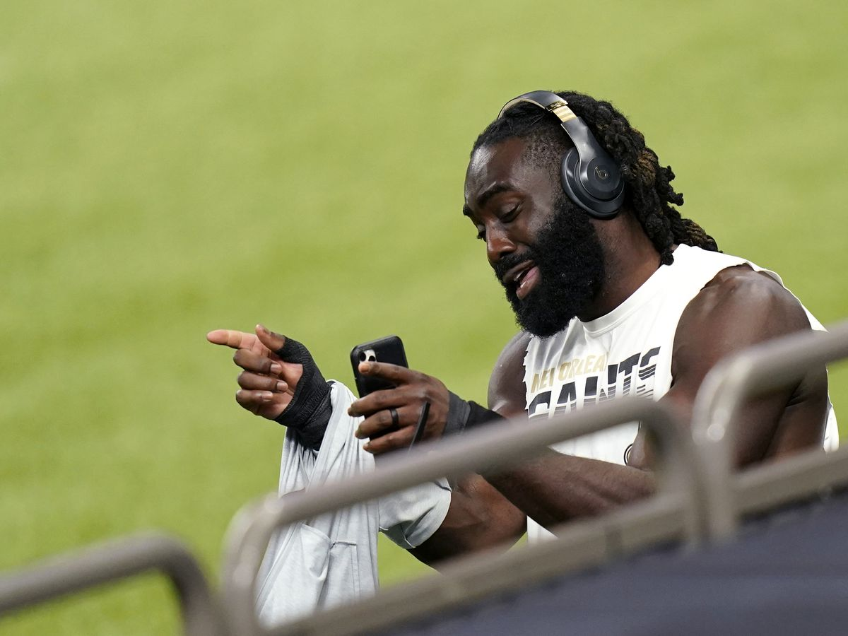 Saints gain cap space with restructuring of Davis and Jordan contracts