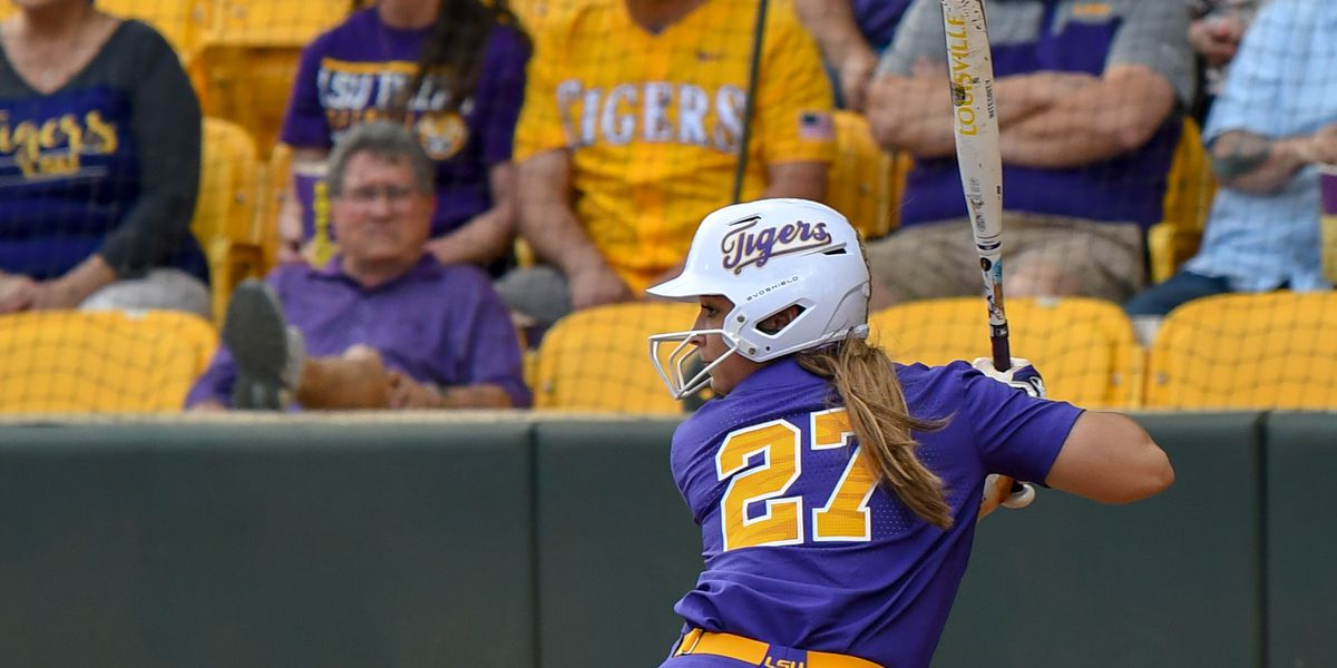 No. 10 LSU softball shuts out Baylor in Game 1