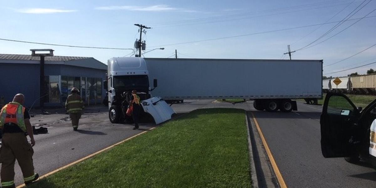 18-wheeler crash shuts down St. Bernard Hwy. for an hour