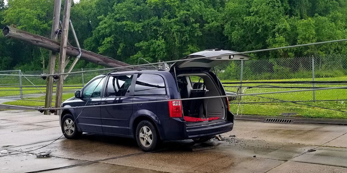 2 injured, 1,500 lose power after pole falls on vehicles in Harvey