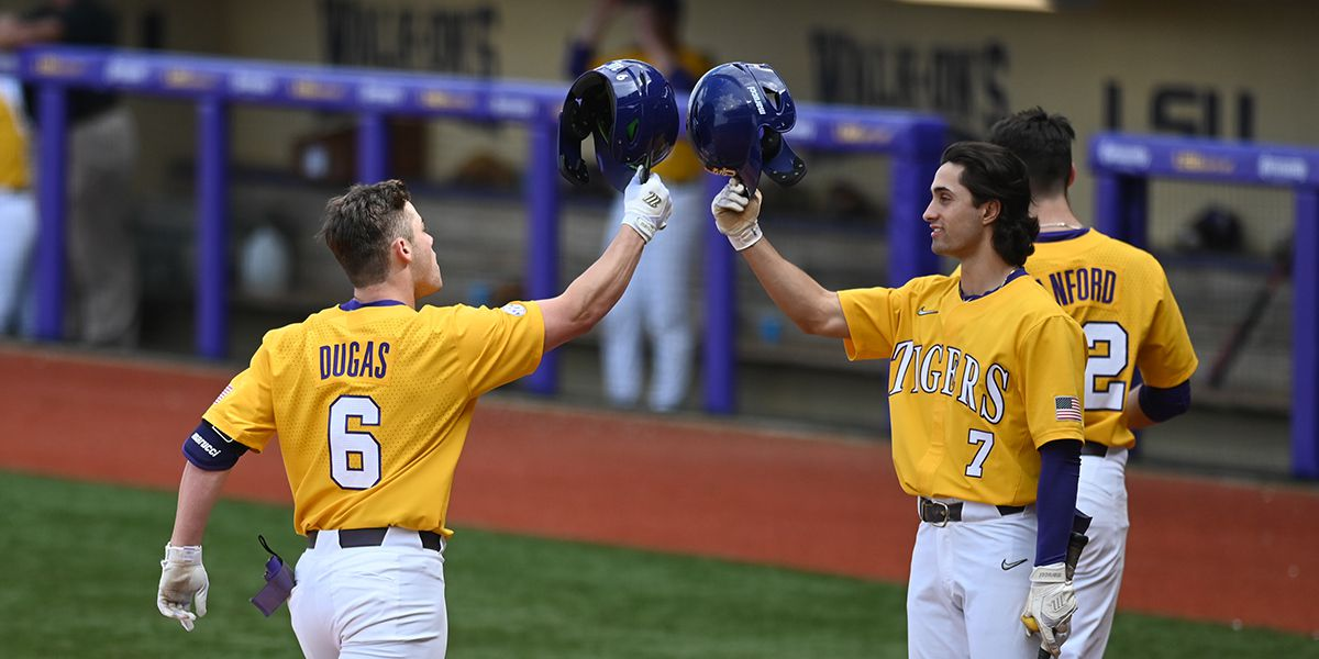 No. 20 LSU sweeps UMass-Lowell on 2 big swings by Gavin Dugas in Game 3