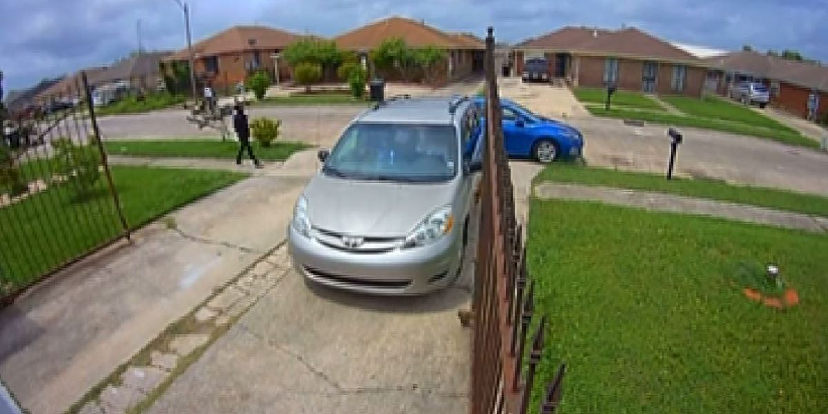 Carjacking in broad daylight in New Orleans East