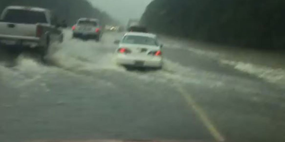 VIDEO: Drivers navigate I-55 as water rushes across roadway