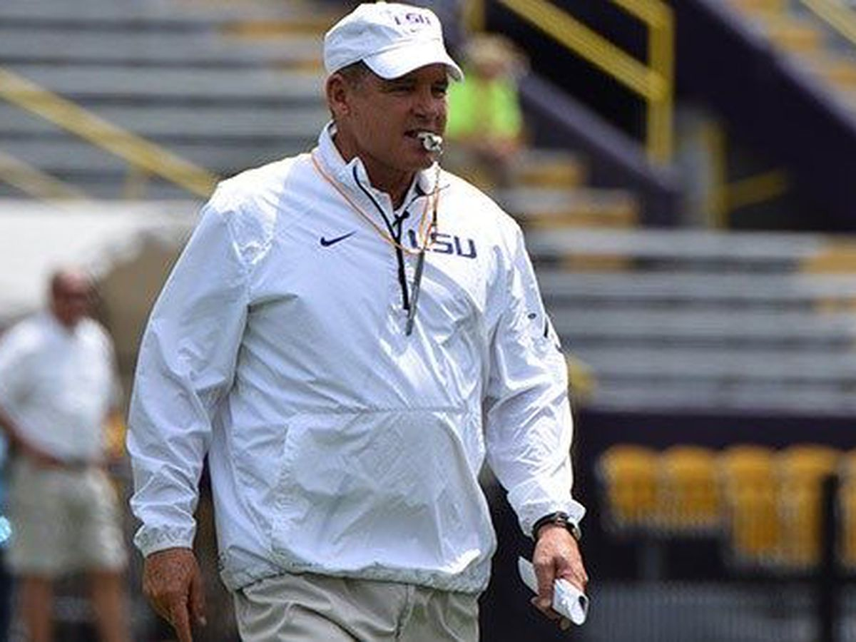 Report: Les Miles finalizing deal with Kansas