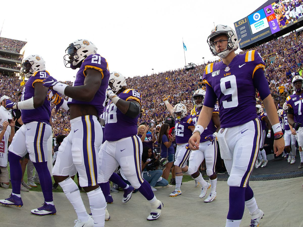 Burrow's big-time stats could start catching the eyes of Heisman Trophy voters
