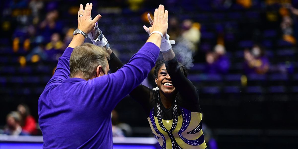 No. 2 LSU puts up third-highest score in nation for 2021 to top No. 22 Auburn