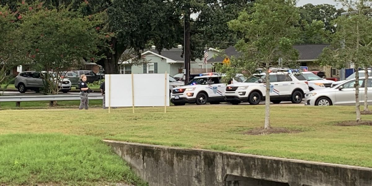 5 injured by debris in shooting near busy Metairie intersection, sheriff says