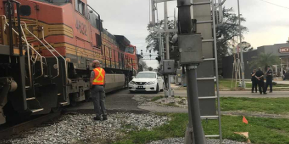 Train accident ties up traffic on Metairie Rd.