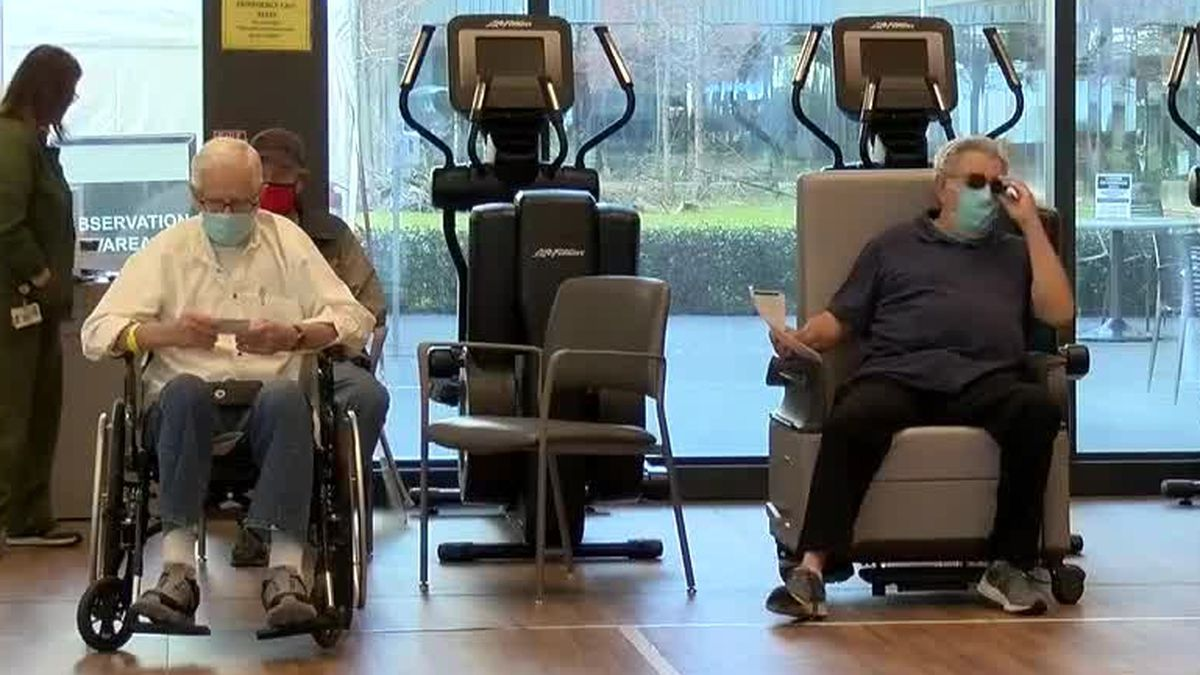 Hundreds of New Orleans veterans receive COVID-19 vaccine