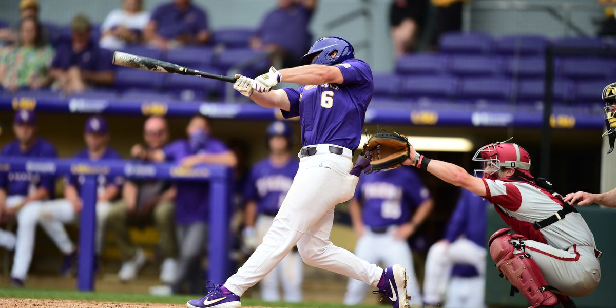 No. 1 Arkansas takes series over LSU with 17-10 win