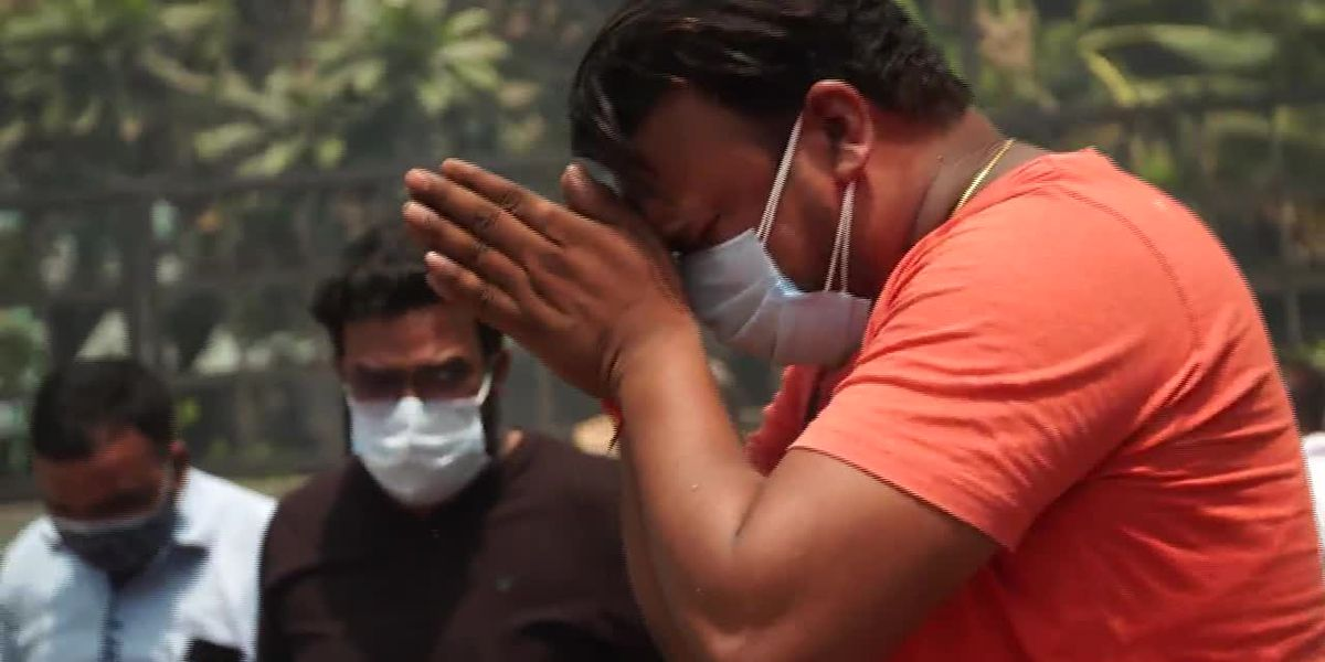 COVID: Families grieve as India's health system collapses