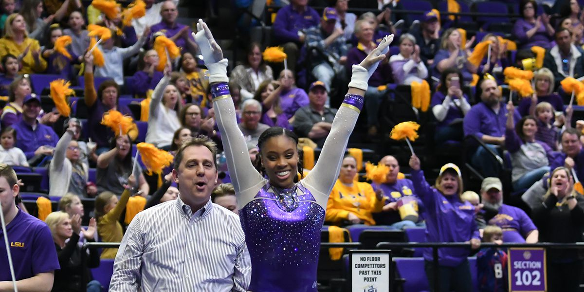 No. 5 LSU takes down No. 14 Arkansas in SEC finale