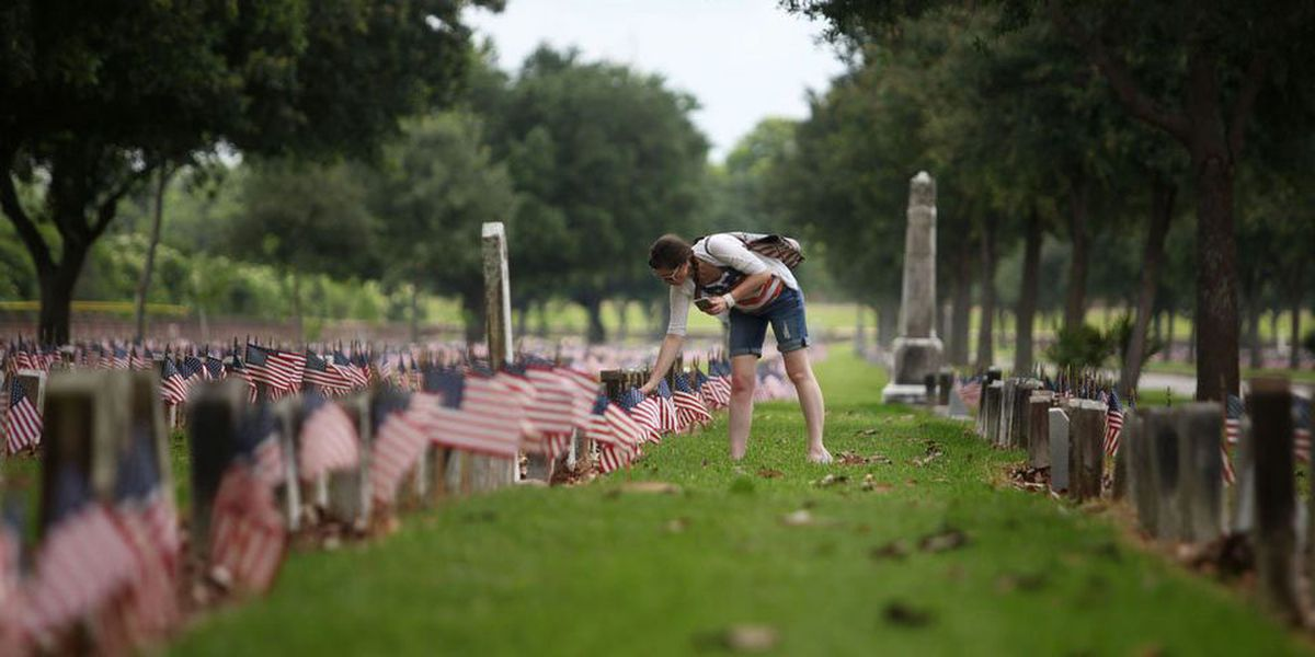 Over 14,000 flags honor America's fallen at Chalmette National Cemetery