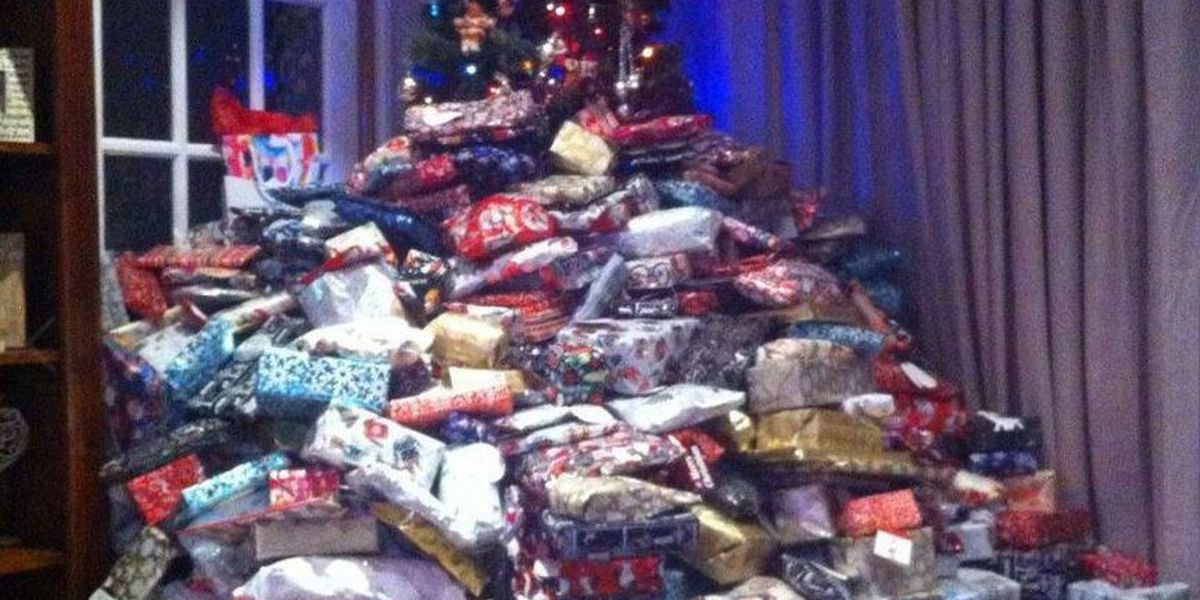Mother's Christmas tree photo goes viral