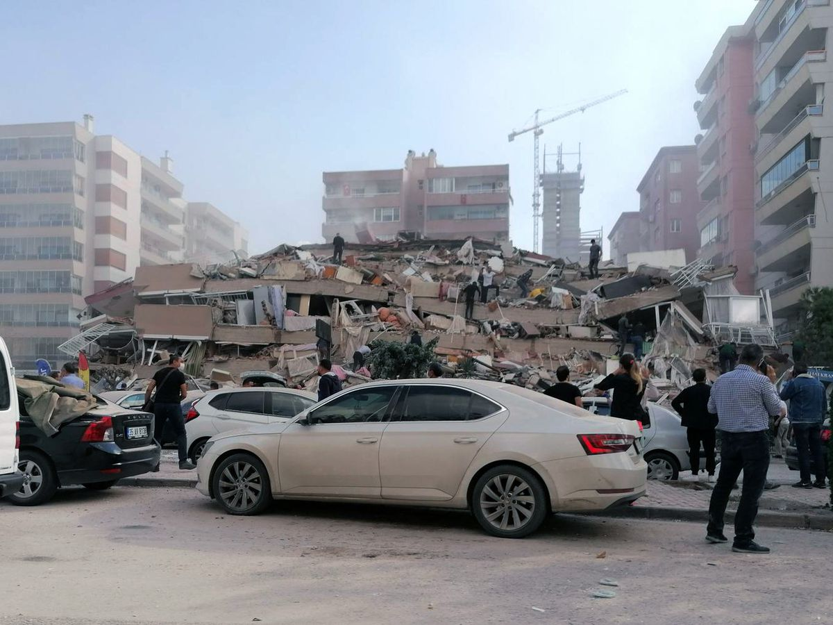 Quake kills 6 in western Turkey, rattles Greek island