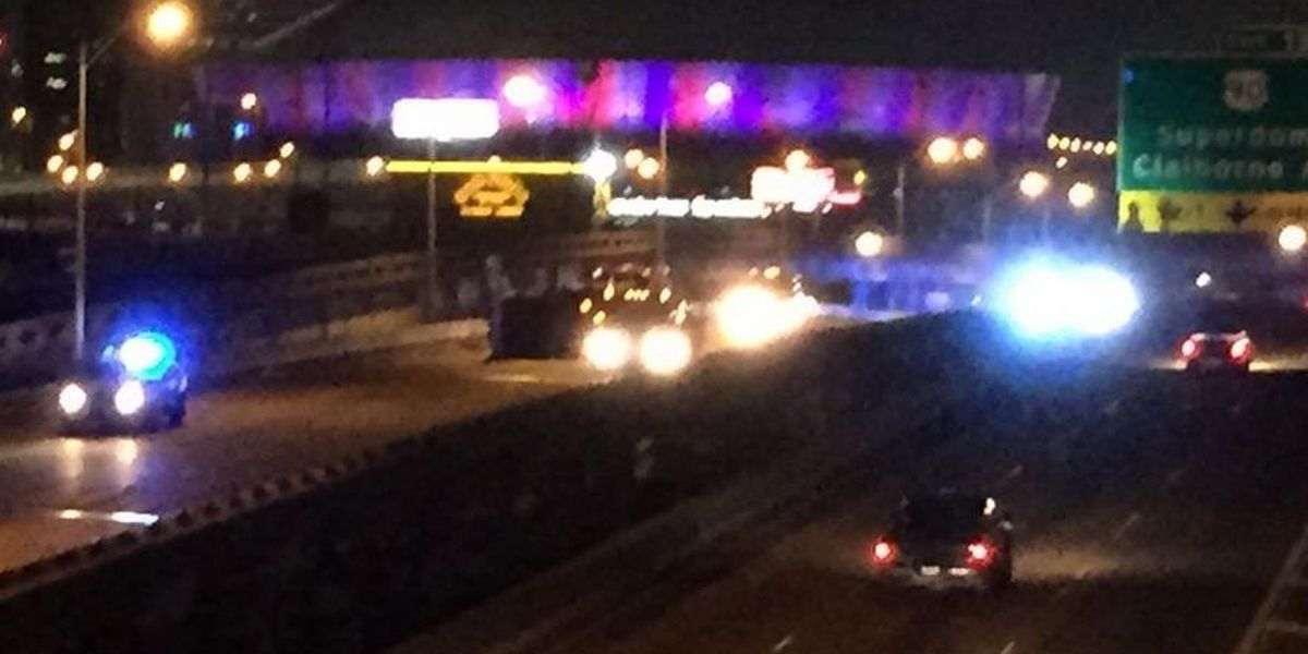 Truck overturns, briefly closes Pontchartrain Expressway WB at I-10 merge