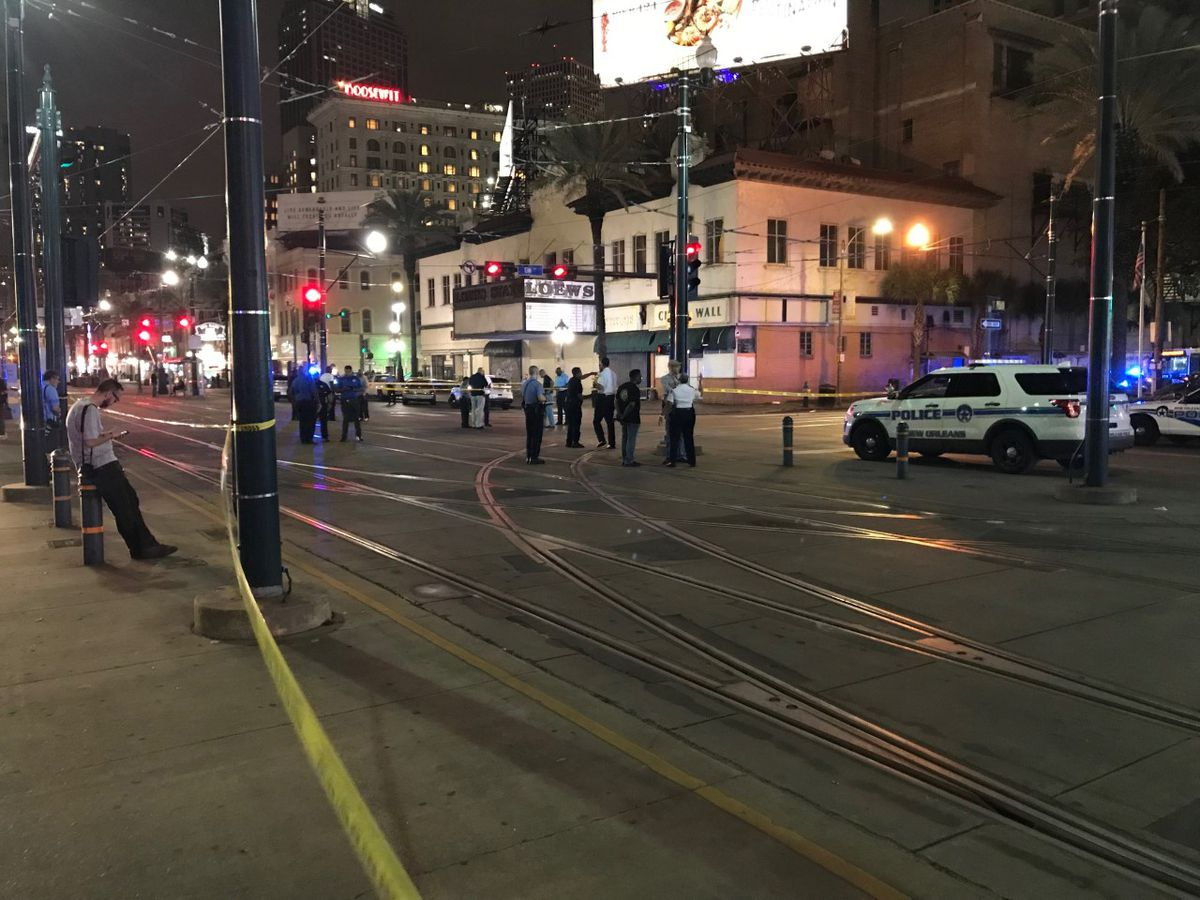 Gunman killed, five people wounded in New Orleans police shootout