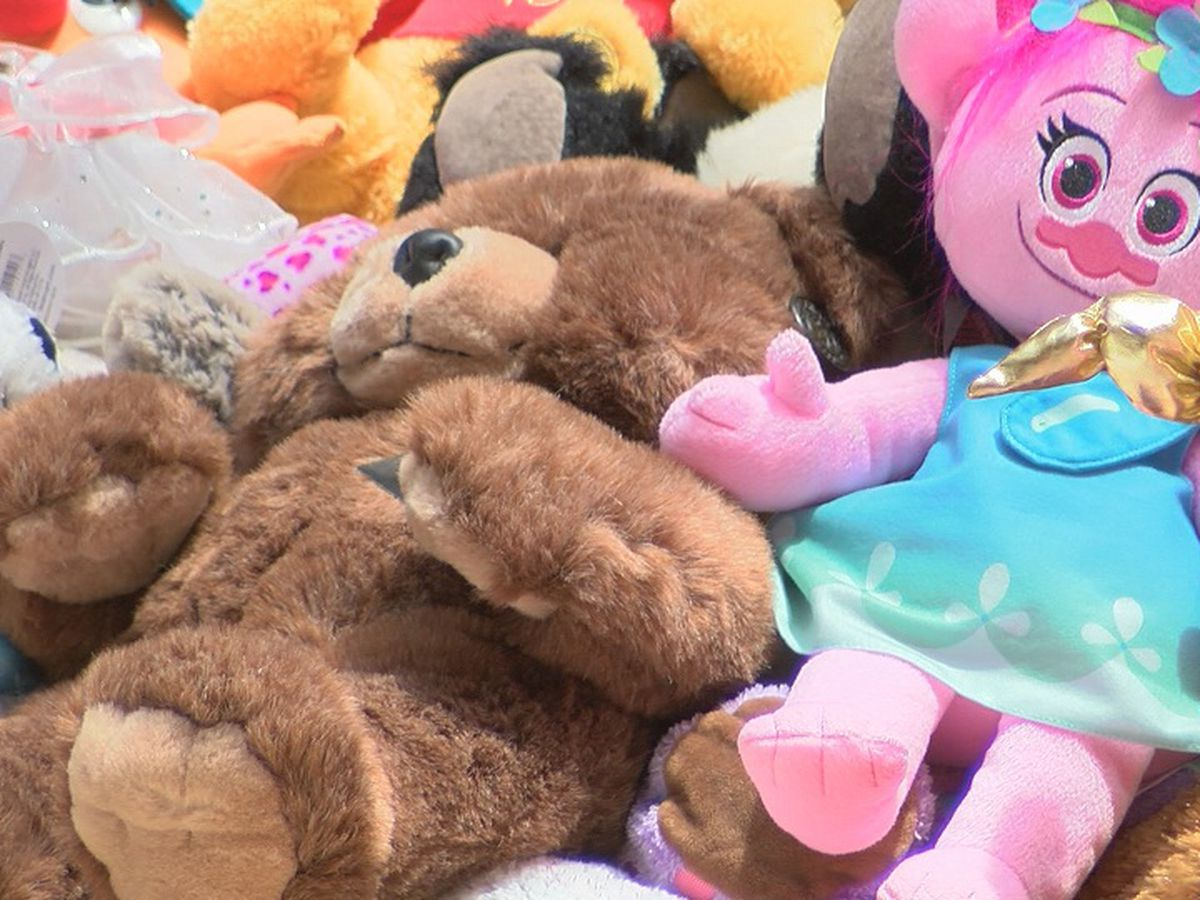 'I just want to bring somebody a smile': Friends collect stuffed animals for BRPD officers to give away