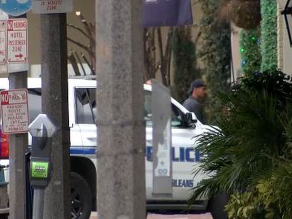 UPDATE: Suspect barricaded inside Tchoupitoulas Street hotel commits suicide, NOPD says.
