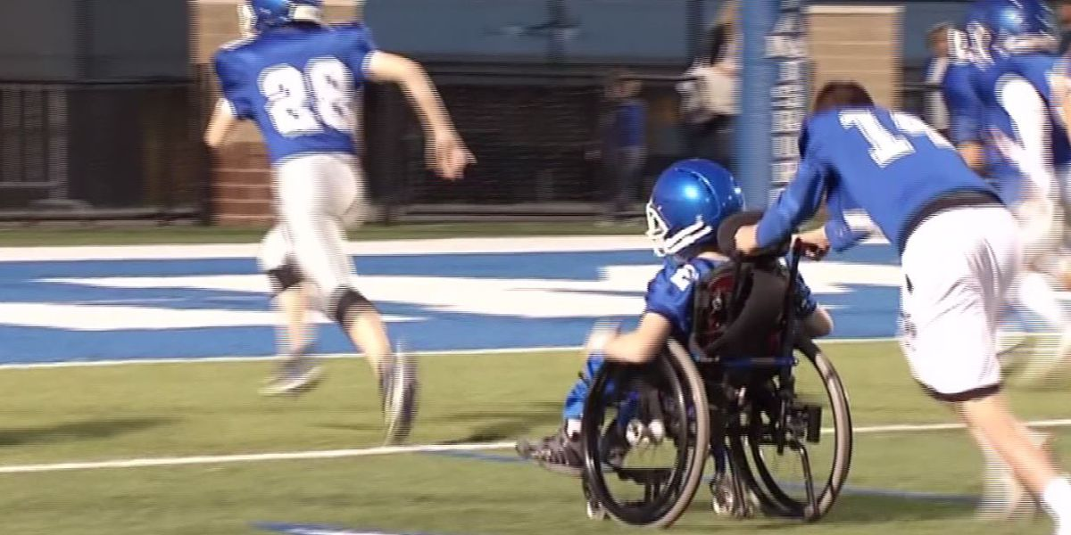 Ohio teen in wheelchair scores touchdown with help from his teammates