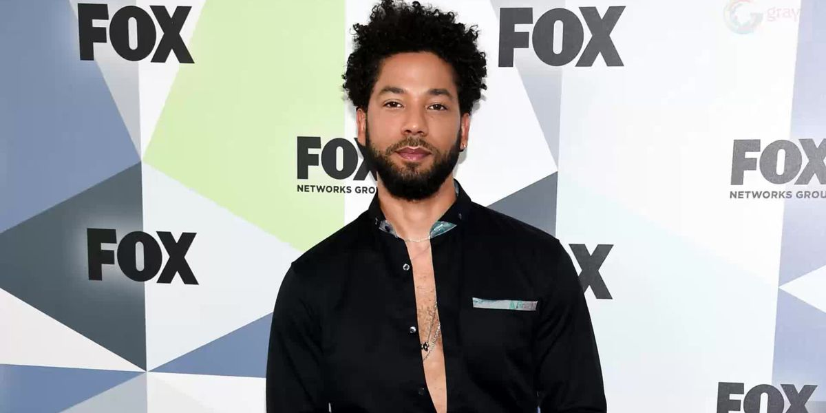 Jussie Smollett turns himself in