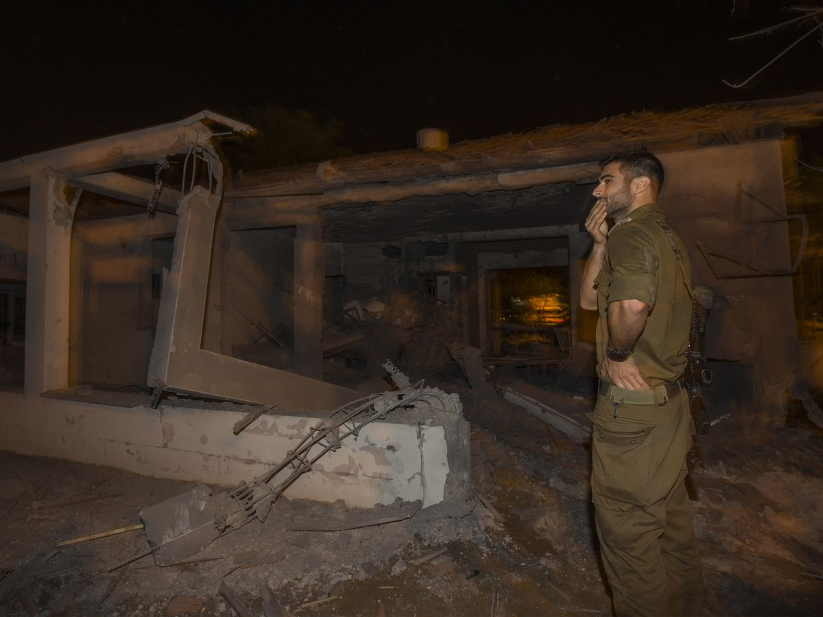 Gaza rocket strikes Israeli residential building, killing 1