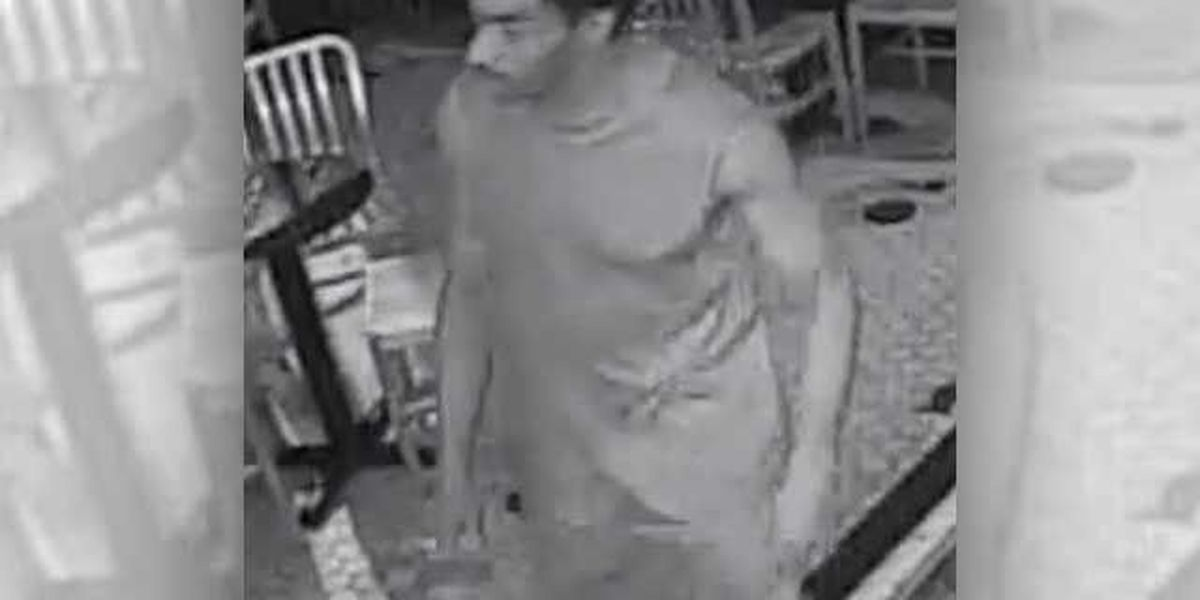 Man swipes wallet from St. Charles Ave. bar