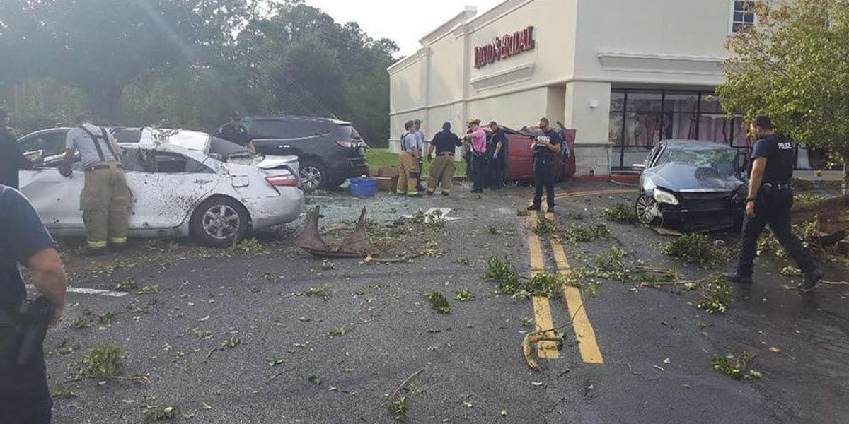 LSP: Mississippi man cited after driving off I-12, hitting parked cars, building in Slidell