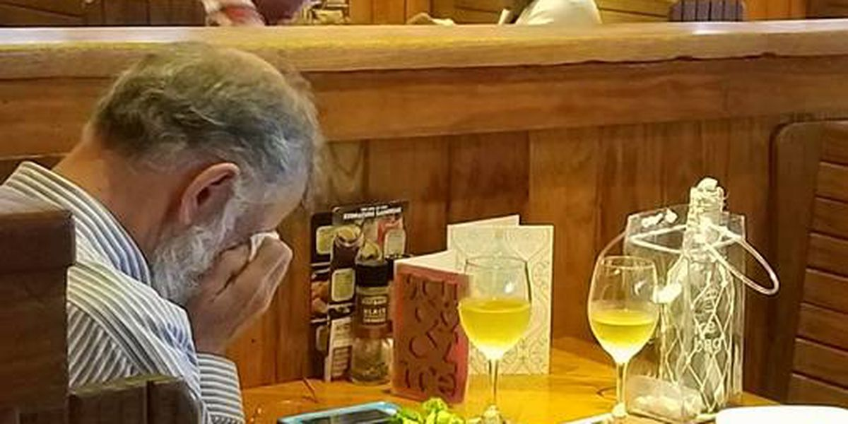 Heartbreaking photo shows man taking wife's ashes to Valentines day lunch