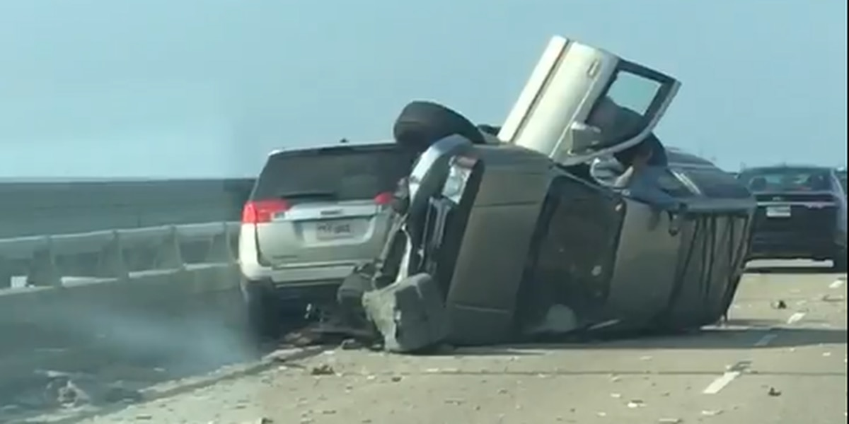 VIDEO: Southbound lanes of Causeway Bridge reopen after Thursday morning crash