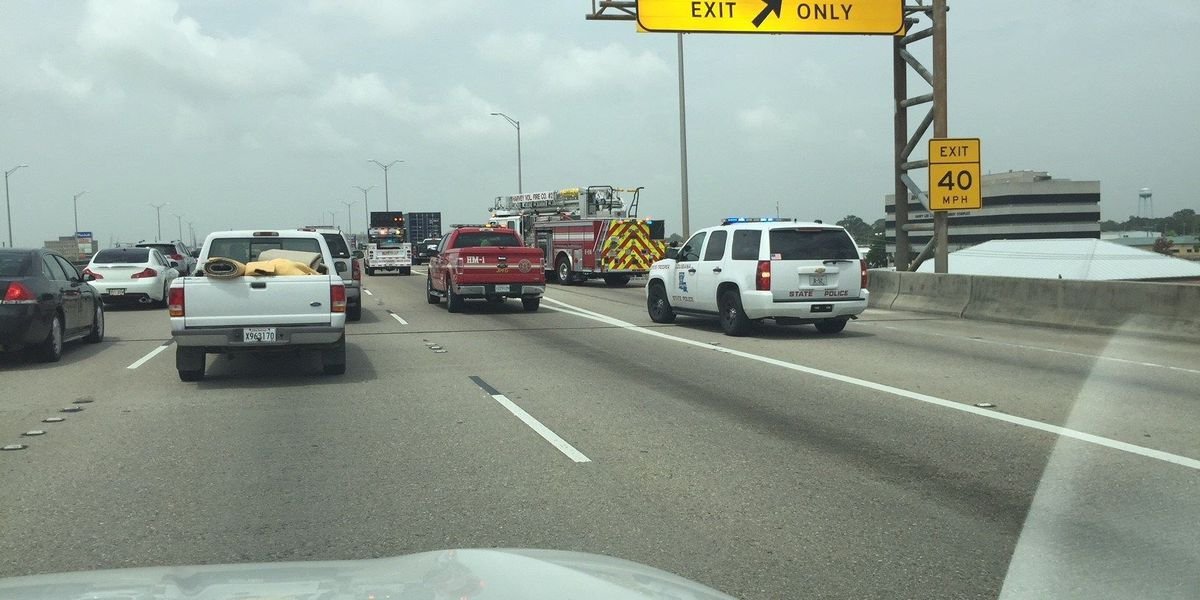 Westbank Expressway westbound lanes closed due to fuel spill
