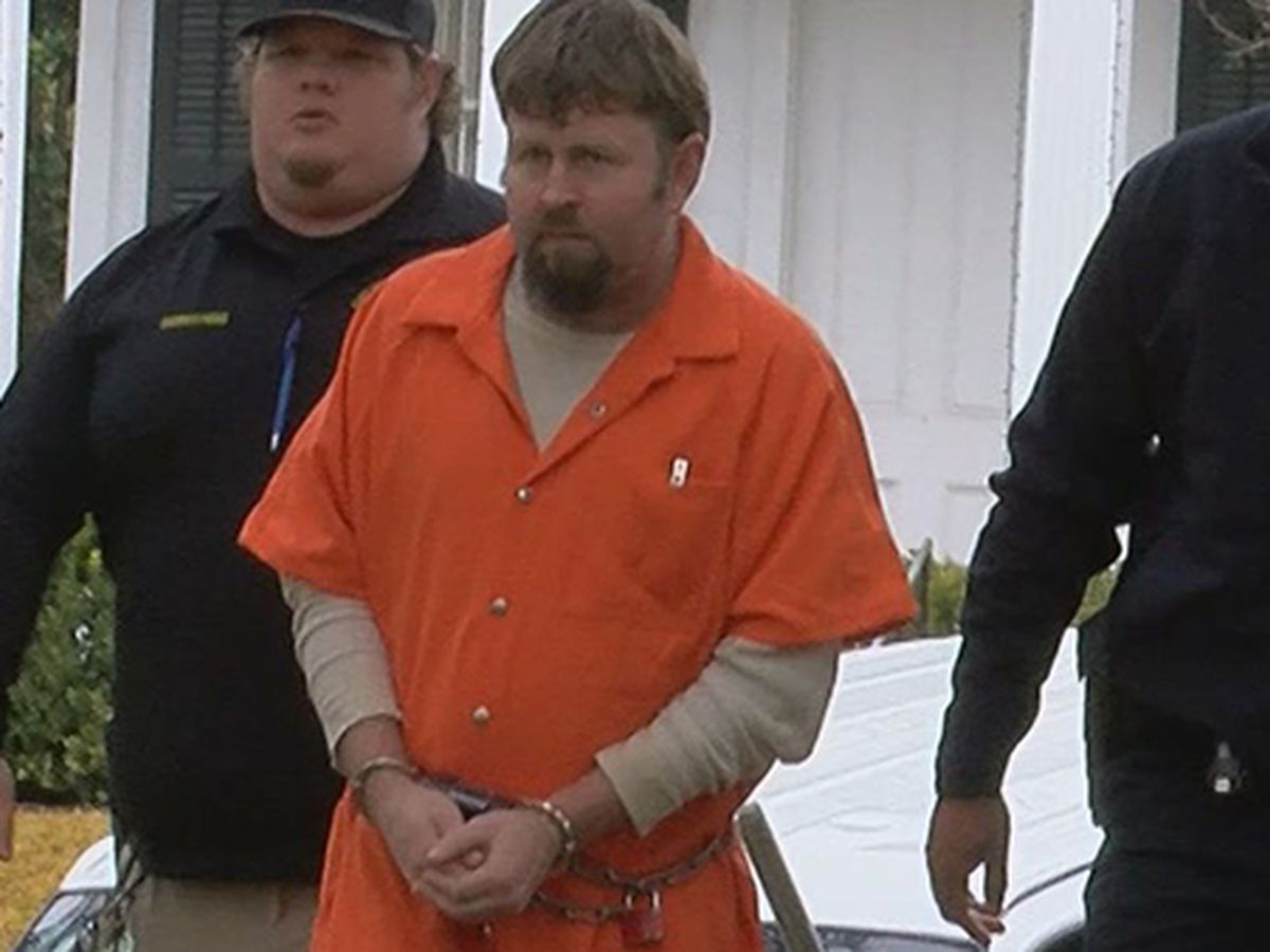 Judge rules accused serial killer competent to assist legal counsel
