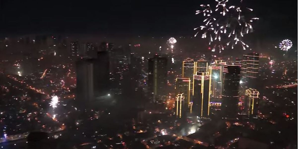 Trending: Entire city takes part in Manila's NYE firework display