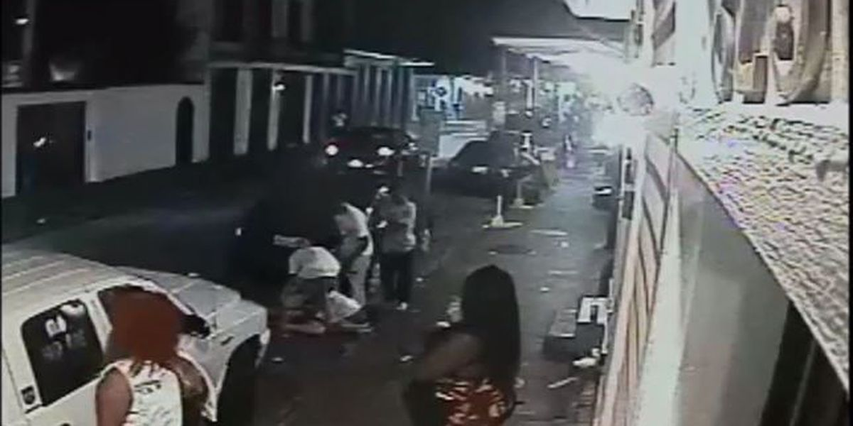 Violent French Quarter robbery caught on camera; bystanders watch nearby