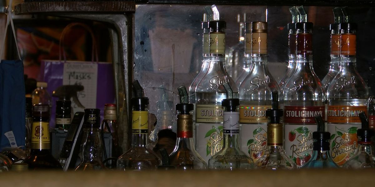French Quarter bars reopen after Mardi Gras closure