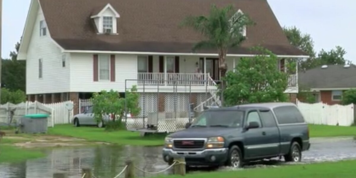 New Orleans calls voluntary evacuation outside levee protection