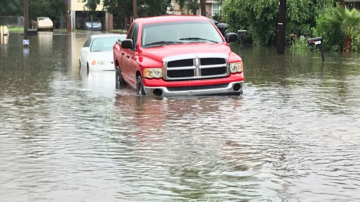 New Orleans lifts parking restrictions during Thursday's heavy rains