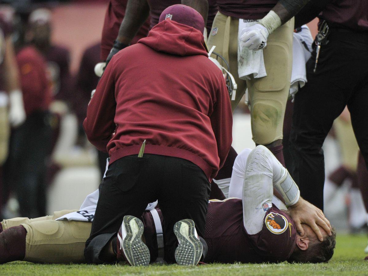 Redskins lose Smith for season to broken leg; Mariota hurt