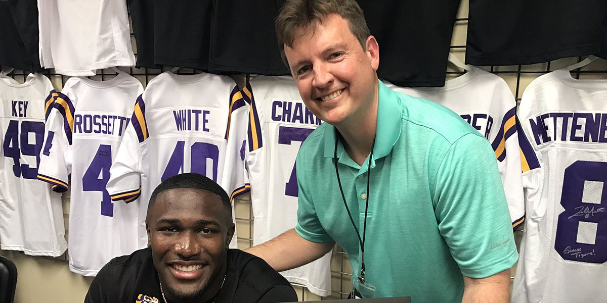 Devin White signs autographs, takes pictures with fans