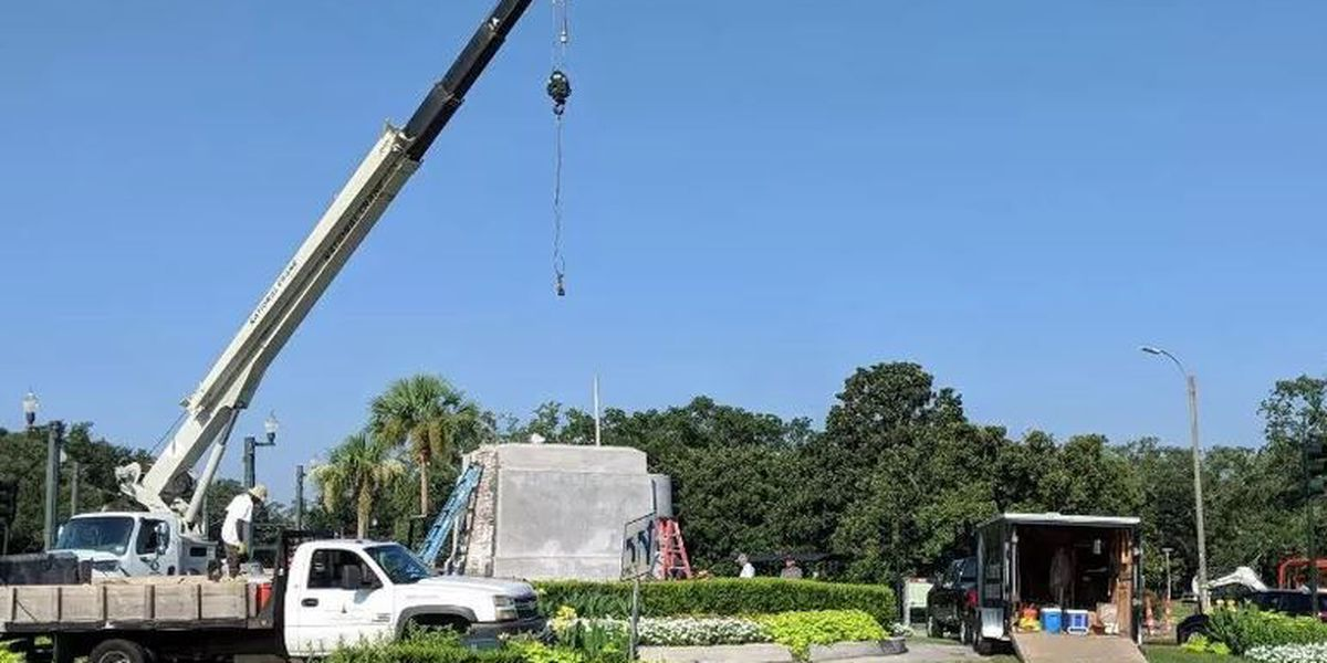 LIVE: P.G.T. Beauregard pedestal removal process continues