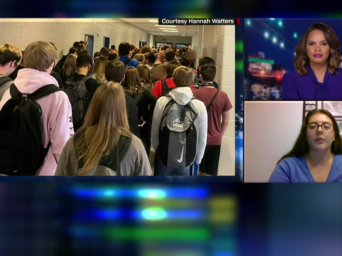Suspension lifted of Georgia student who took crowded hallway photo